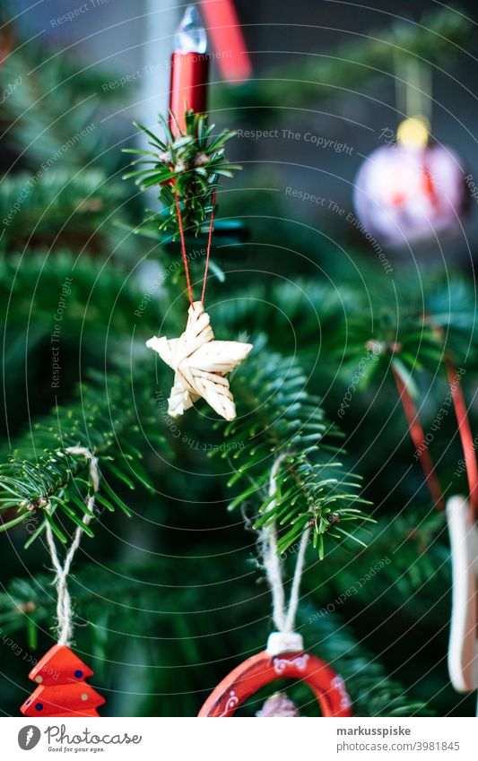 Weihnachtsbaum Dekoration Kind Kindheit Weihnachten weihnachtskugel weihnachtsglocke Weihnachtsgeschenk weihnachtsfeier Weihnachtlich farbenfroh deco dekorieren