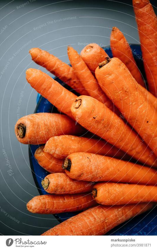 Urban Gardening Gemüse Selbstversorgung Ackerbau Biografie Blütezeit züchten Zucht Möhre kontrollierte Landwirtschaft Bodenbearbeitung Lebensmittel Gartenarbeit