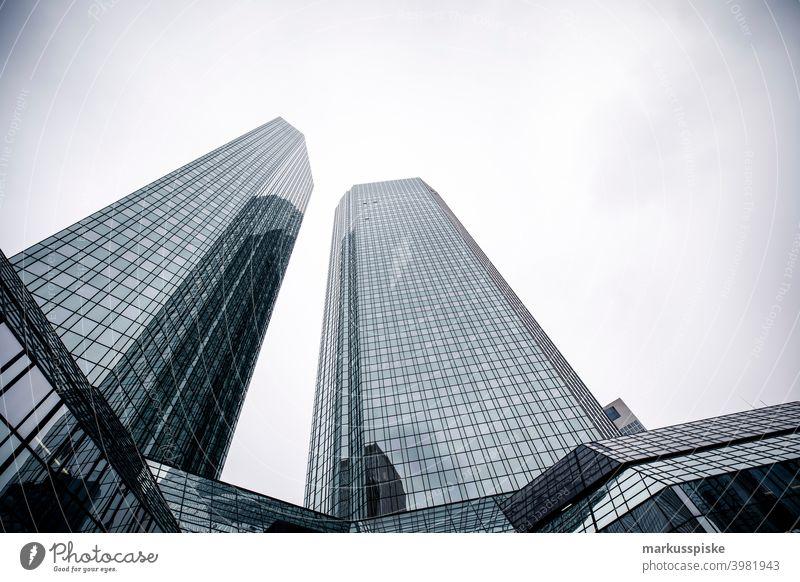 Modernes Büro-Bankgebäude-Wolkenkratzer Frankfurt am Main Stil Architektur Gebäude Großstadt Fassadenverkleidung Design Revier Saum Gesicht Finanzen fließen