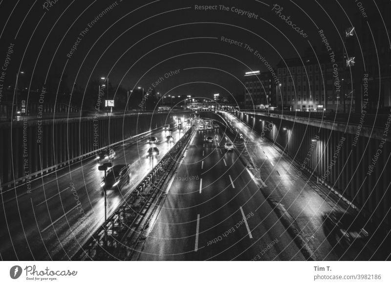 Stadtautobahn Berlin schwarzweiß Autobahn Schöneberg Nacht Winter night Verkehr Licht Geschwindigkeit fahren Bewegung Außenaufnahme Straße Langzeitbelichtung