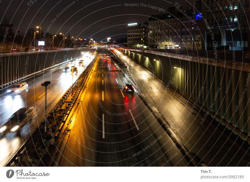 Nachts auf einer Brücke der Stadt Berlin Schöneberg Stadtautobahn Textfreiraum Menschenleer Dämmerung Stadtleben Abend Stadtzentrum Verkehr Autobahn Hauptstadt