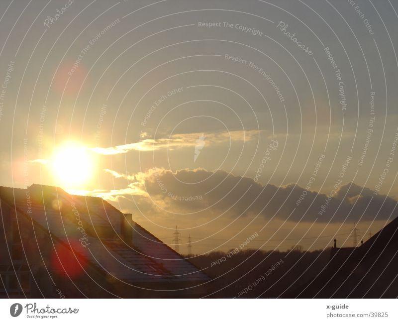 Sonnenuntergang Himmel blau schön Wolken Haus gold glänzend fantastisch Strommast kuschlig Euphorie