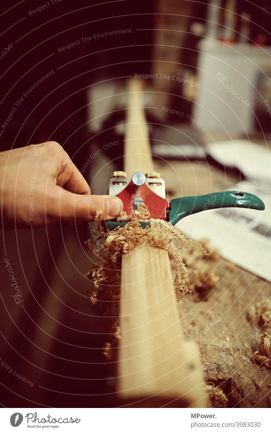 am schweifhobel Holz Hobel Hobeln Hobelbank Handwerk handwerkskunst Keller hobby Holzarbeiten Holzspäne ziehen Schreinerei Zimmerer Werkstatt Nutzholz Gerät