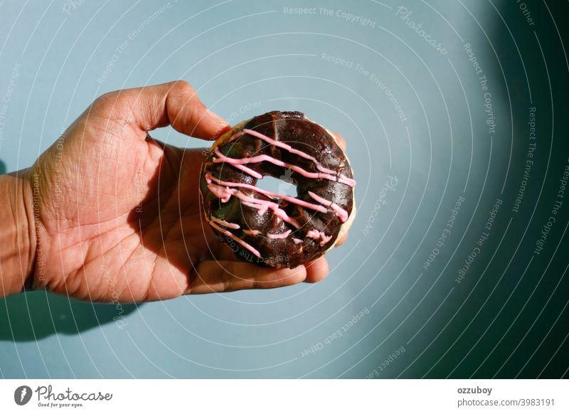 Donut Doughnut Krapfen Dessert Lebensmittel Snack Kuchen Gebäck süß Zuckerguß Frühstück Schokolade verglast Bäckerei vereinzelt Hintergrund lecker geschmackvoll
