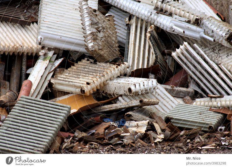 heavy metal VII Arbeit & Erwerbstätigkeit Industrie Recycling Heizkörper schrottreif Schrott Müllhalde Schrottplatz Metall Stahl Umweltverschmutzung Handel