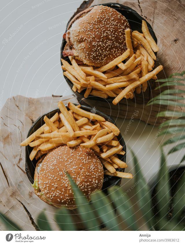 Burger und Pommes frites hausgemacht Fries Fastfood Teller Abendessen Mittagessen lecker Appetit & Hunger Essen