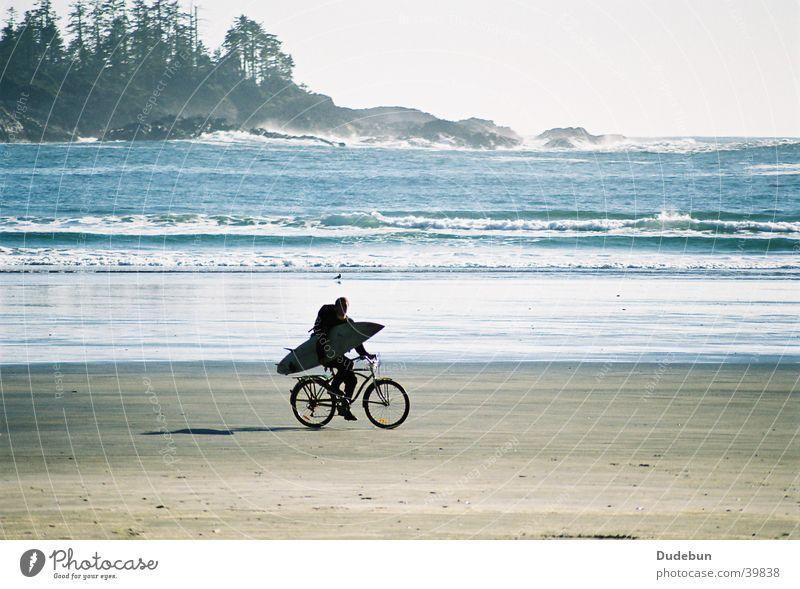 Saturday Afternoon Strand Surfen Surfer Hippie Tofino Pazifik Sand Insel Fahrrad Mann Meer Wassersport bicycle Vancouver Island dudebun photocase Fahrradfahren