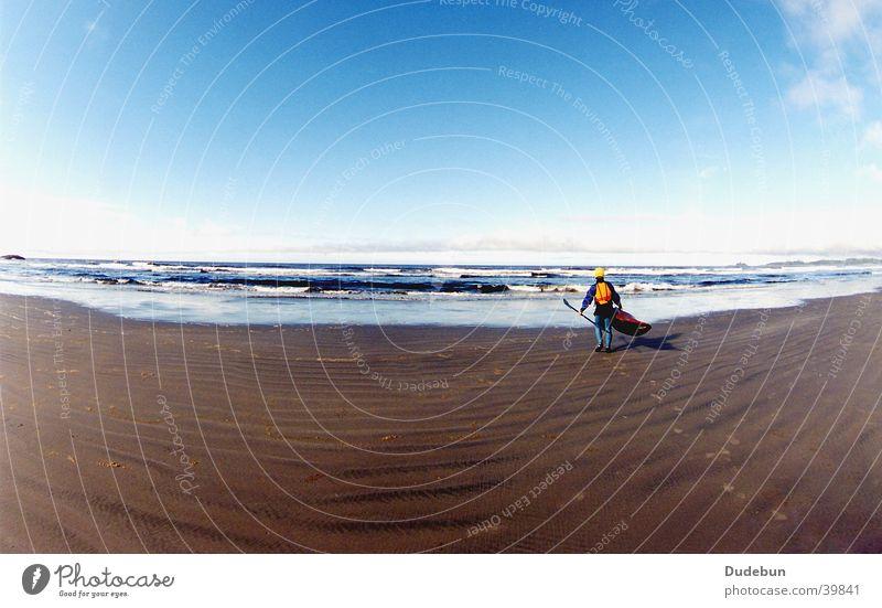 Long Beach, Tofino Mensch Mann Jugendliche Wasser Himmel Meer Sommer Strand Ferien & Urlaub & Reisen Sport Spielen Sand Wellen Erwachsene Wind maskulin