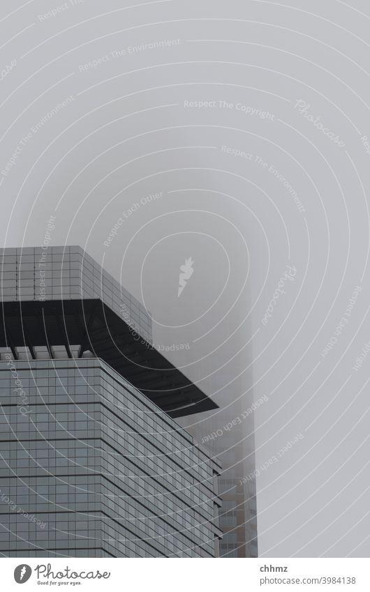 Frankfurt im Nebel Frankfurt am Main Hochäuser verhangen Bankenviertel Hochhaus Architektur Skyline Stadt Bankgebäude Geldinstitut Fassade Business Stadtzentrum