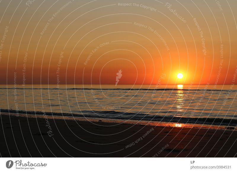 Sonnenuntergang in der Nordsee Kontrast Ewigkeit Tiefe Schönes Wetter stumm Ruhe Gelassenheit Spiegelbild Wasserspiegelung Flüssigkeit träumen endlos Saisonende