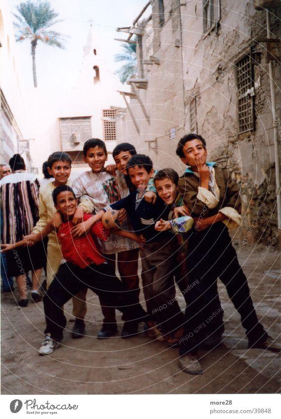 Straßenkinder in Äqypten Kind Menschengruppe