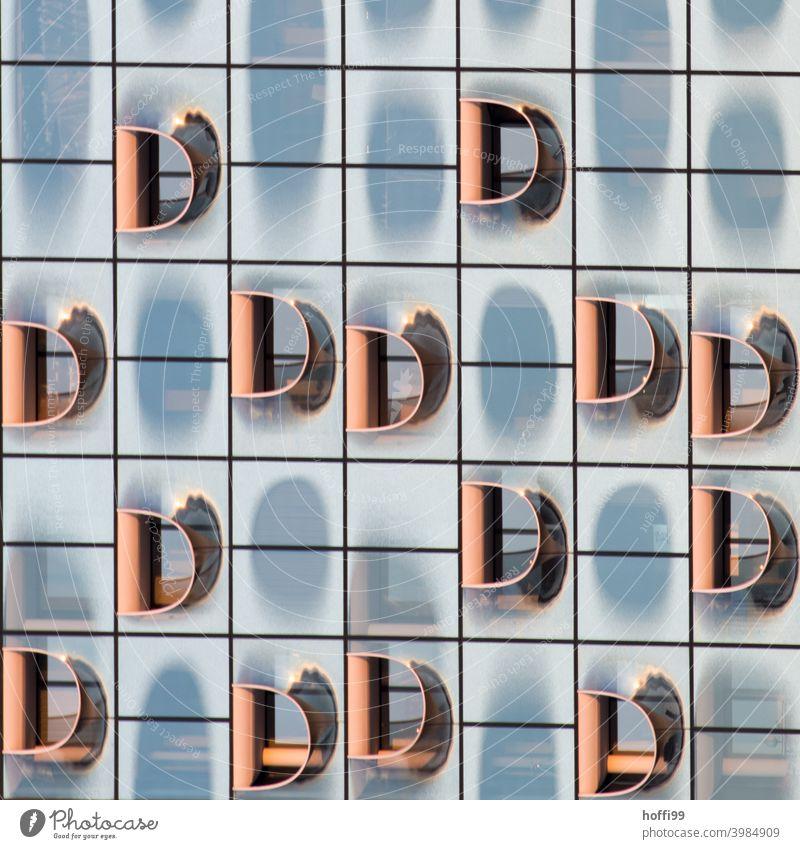 viele D Elemente in der modernen Aussenfassade Buchstaben abstrakt Fassade Moderne Architektur Glasfassade Reflexion & Spiegelung Strukturen & Formen Fenster