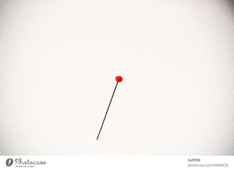 Stecknadel mit rotem Kopf Stecknadeln stecknadeln mit kopf Kugel Nadeln mit Köpfen roter Kopf rund Nähen Kunst Punkt Nahaufnahme Schneider Atelier piecken