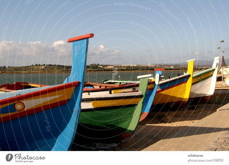 Boote Wasserfahrzeug Fischerboot Meer Fischereiwirtschaft mehrfarbig Schifffahrt Schatten