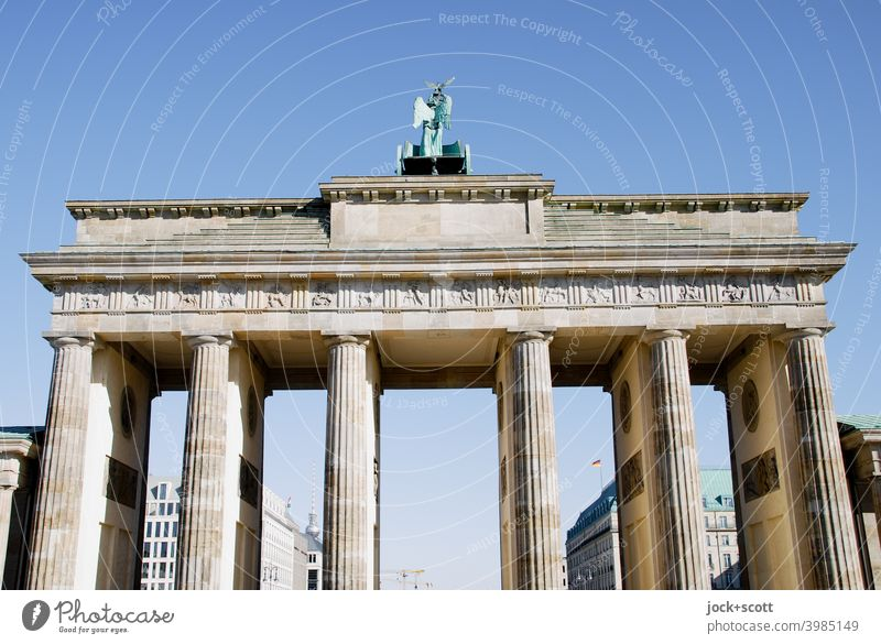 Zeitgeschichte, Westseite des Brandenburger Tor Berlin Wolkenloser Himmel Frühklassik Weltkulturerbe historisch Sightseeing Sehenswürdigkeit Wahrzeichen