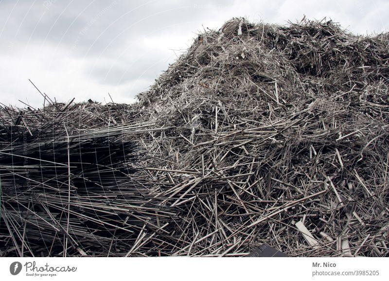 heavy metal VIII Industrie schrottreif Metall Schrottplatz Müllhalde Recycling Umweltverschmutzung Haufen Arbeitsplatz Teile u. Stücke ansammeln Handel trashig