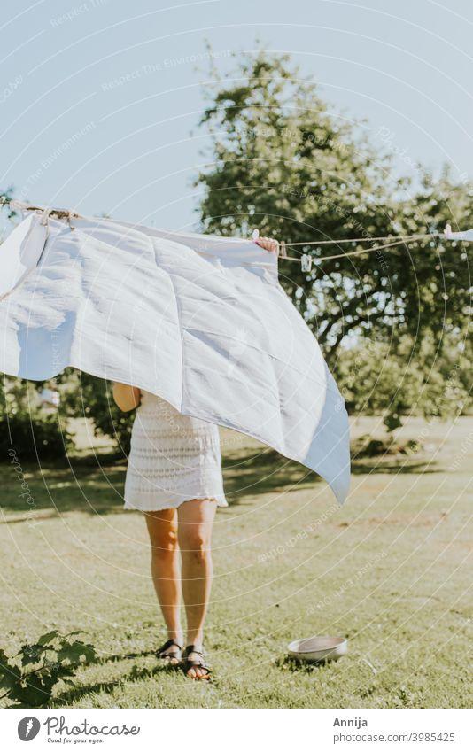 Morgentliche Aufgaben frisch Air Sonnenlicht Laken Wäscherei Garten langsames Leben Trocknung