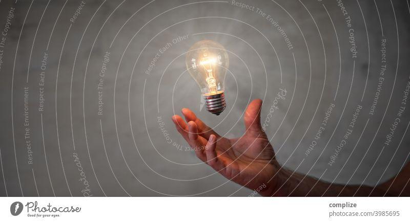 Innovation, Idee & Geistesblitz - Glühbirne in der Hand Lichterscheinung Kreativität Beton Erfindung Erfinden Inspiration innovativ Interesse Erfolg