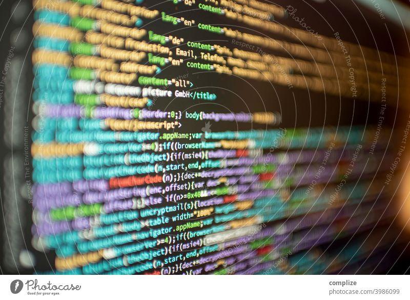 Programmiersprache, Code auf dem Computer Screen HTML webseite Virus Angriff Sicherheit coder Programmierung Webdesign coding Sprache php pearl bunt Schrift
