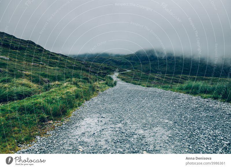 Schönes Landschaftspanorama des Snowdonia National Park in Nordwales, Großbritannien snowdonia Snowdonia-Nationalpark Bahn Bergwerksbahn Felsen Mount Snowdon