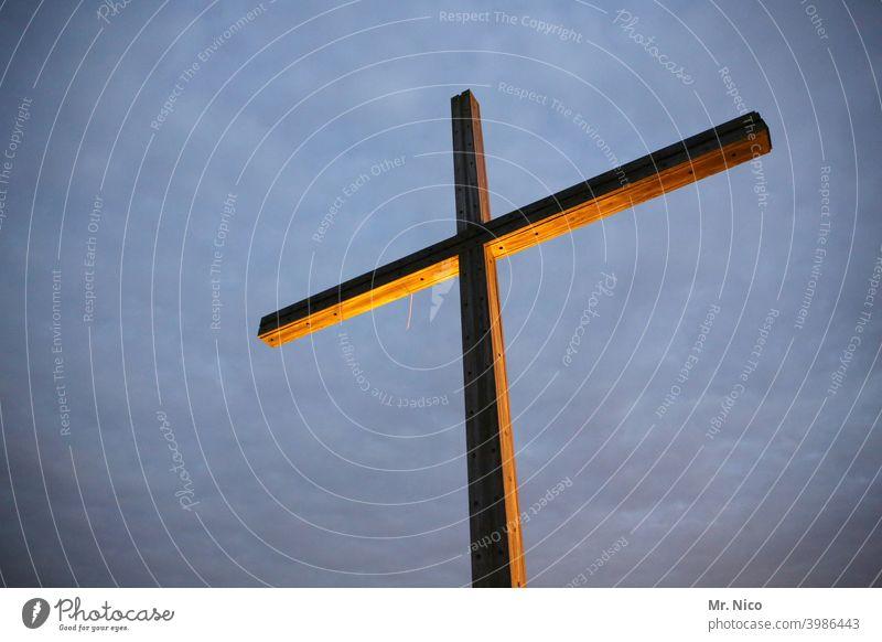 Kreuz Gipfelkreuz Himmel Wolken Christliches Kreuz Glaube Holz Kraft Zeichen Hoffnung Symbole & Metaphern Friedhof Religion & Glaube Christentum Kruzifix Gott
