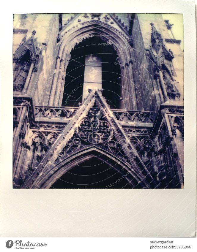 altertümlich. Kirche Hamburg Außenaufnahme Farbfoto Sehenswürdigkeit Wahrzeichen Menschenleer Stadt Architektur ästhetisch Fassade Denkmal Bauwerk Tag gotik