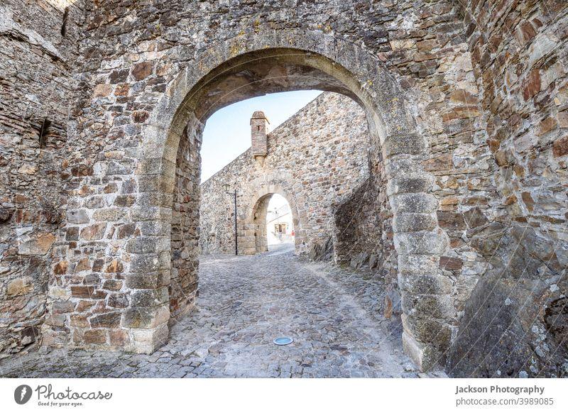 Doppelte Tore, die zur Stadt Marvao führen, Alentejo, Portugal Eingang Gate Burg oder Schloss Tag Tür Stadtbild unesco Wachturm im Freien Trutzburg