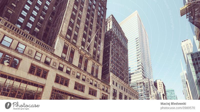 Retro stilisiertes Bild von alten und modernen New York City Architektur, USA. New York State Großstadt Gebäude Wolkenkratzer Stadtmitte Business Manhattan
