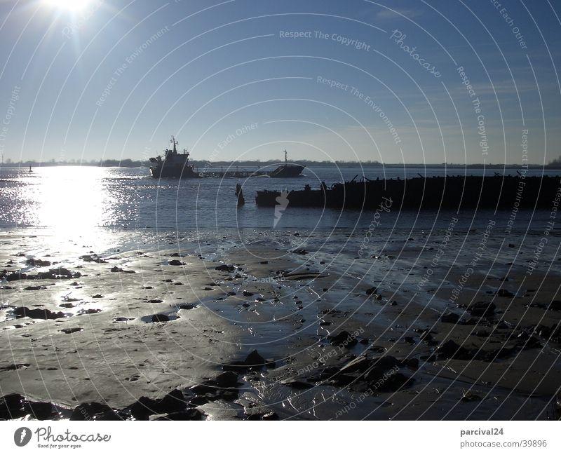 Havarie Strand Ebbe Wasserfahrzeug Reflexion & Spiegelung Elbe Sonne