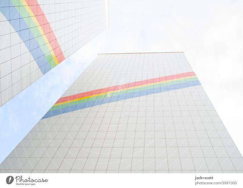 Illusion eines Regenbogens an einem sanierten Plattenbau Fassade Dekoration & Verzierung Fassadenverkleidung Himmel Streifen positiv Symmetrie