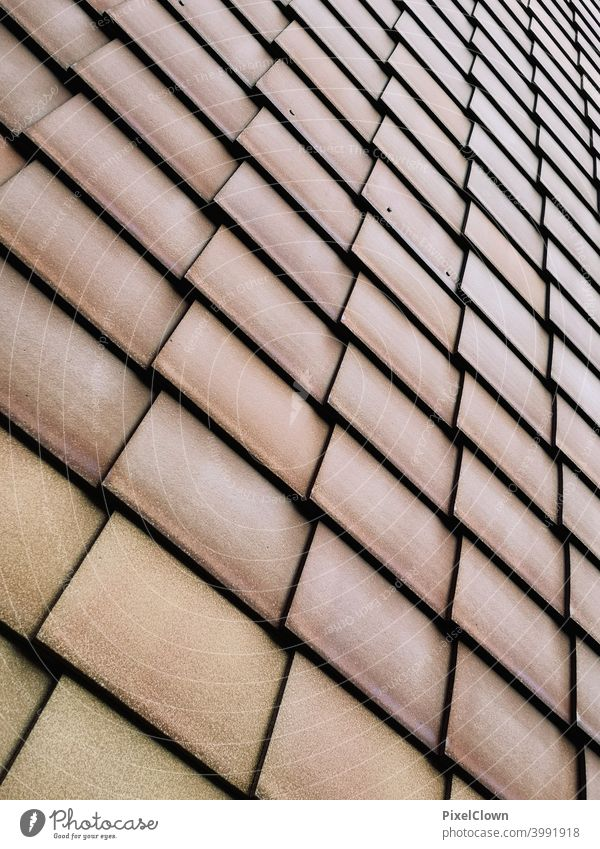 Hausfassade mit Schindelplatten Fassade Architektur Gebäude Stadt Mauer Wand Schinden, Platten, braun, abstrakt