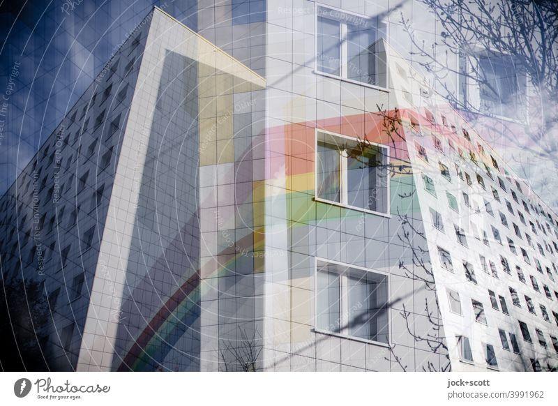 Getrenntes Doppel mit einem sanierten Plattenbau Fassade Dekoration & Verzierung Regenbogen Fassadenverkleidung Strukturen & Formen Lichtenberg Berlin