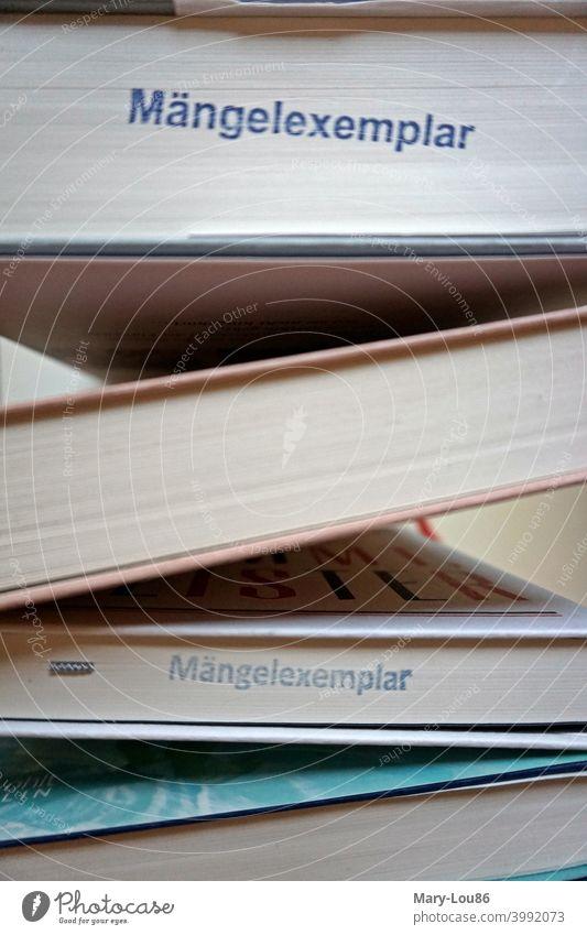Mängelexemplar Stempel auf Büchern Buch Literatur Romane Lesen Restposte Remittenden Buchhandel Leser Leserin Leserschaft Preisreduziert Preisreduzierung