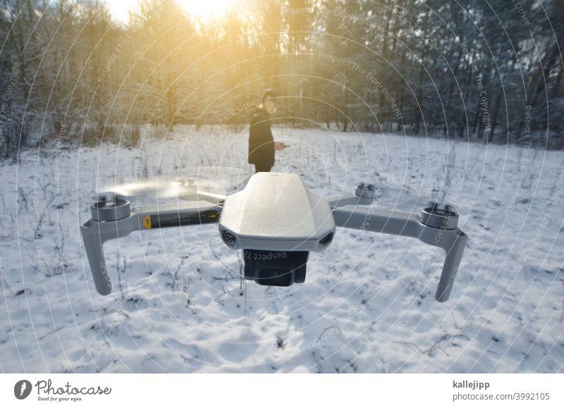 quadronaut drone drone flying droneperspective Pilot steuern Steuerung Propeller fliegen kamera Objektiv Natur Farbfoto Außenaufnahme Luftaufnahme landscape