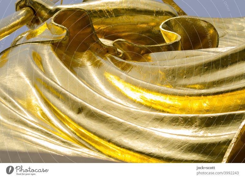 Faltenwurf in Blattgold Siegessäule Gold Originalität Kunsthandwerk Goldelse Sehenswürdigkeit historisch viktoria großer stern Berlin Figur Wahrzeichen