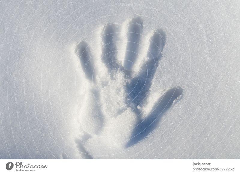Handabdruck Im Neuschnee Schneedecke kalt weiß Winterstimmung einfach kalte Hand Silhouette Hintergrundbild Abdruck Sonnenlicht Schatten Lebenszeichen berühren