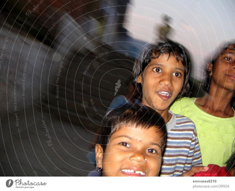 Kids on the run Kind Freude Spielen Bewegung lachen laufen Treppe