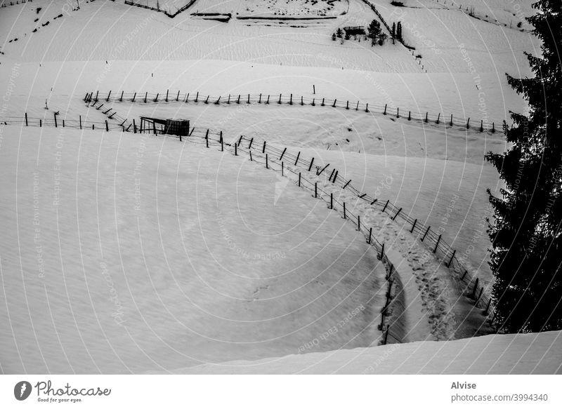 Spuren im Schnee Landschaft Felsen Tal Natur im Freien Berge u. Gebirge Himmel Weg Gipfel reisen wandern blau Hügel alpin Ansicht Ambitus malerisch Panorama