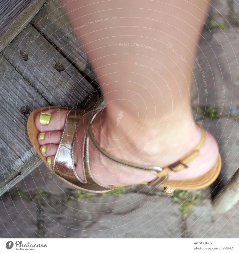 Miss X Lifestyle schön Körperpflege Haut Pediküre Kosmetik Nagel Nagellack Gesundheit Feste & Feiern feminin Junge Frau Jugendliche Erwachsene Beine Fuß Zehen