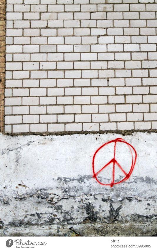 Peace on earth, pleace. Frieden peaceful peacezeichen friedlich harmonisch Friedenssymbole Mauer Wand Fassade Mauerstein Graffiti Schriftzeichen Zeichen Gebäude