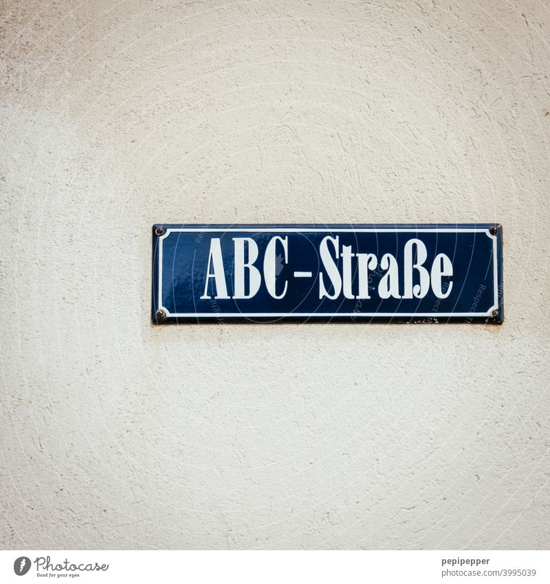 ABC-Straßenschild Strassenschild Schilder & Markierungen Alphabet alphabetisch Hinweisschild Schriftzeichen Buchstaben Menschenleer Typographie Wort Mitteilung
