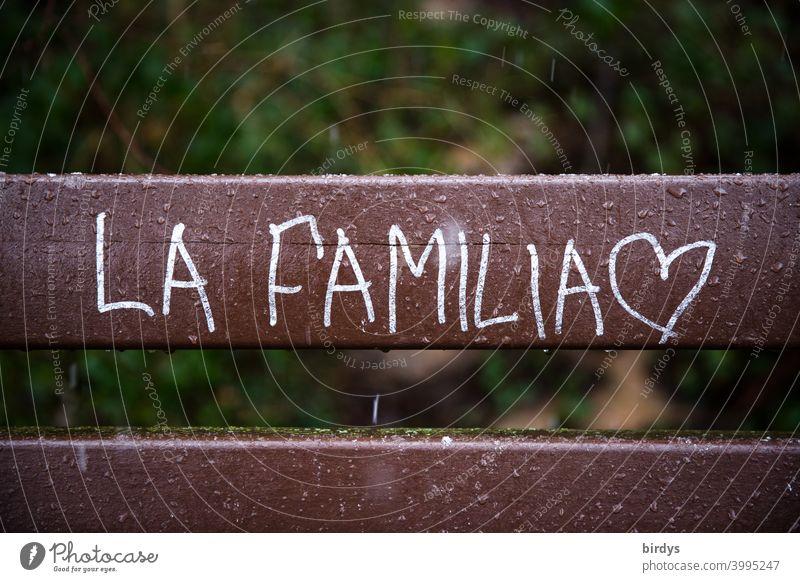 La Familia. Die Familie, Aufschrift in spanisch mit Herz Familie & Verwandtschaft Zusammenhalt Rückhalt Sicherheit Familienglück Geborgenheit Liebe