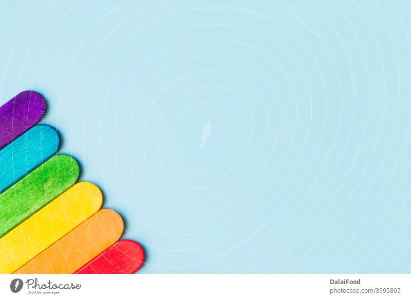 LgbT-Hintergrundkonzept Draufsicht mit Kopierräumen Hintergrund blau Blauer Hintergrund Feier kalt Gemeinschaft Konzept Zapfen corne Sahne dekorativ festlich