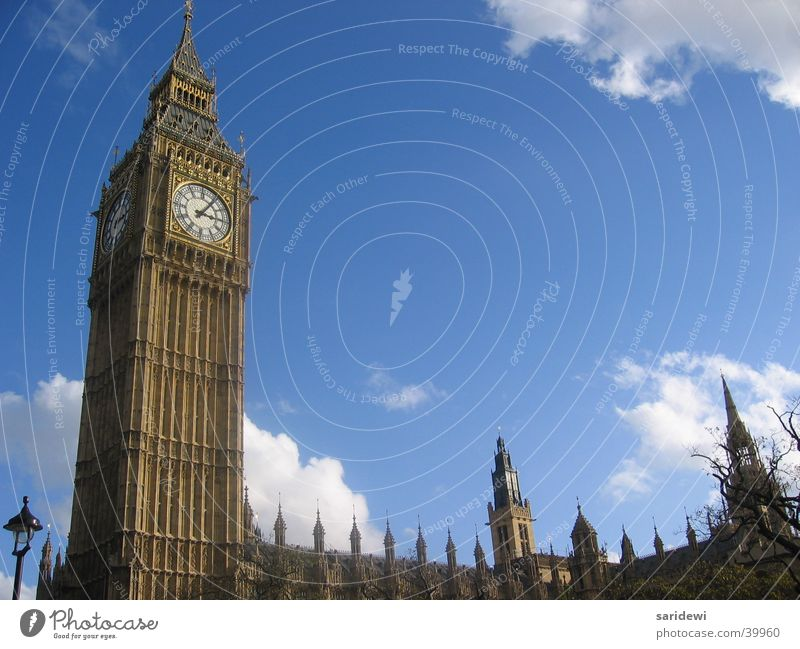 Big Ben in the sky Himmel Wolken Europa Turm Uhr London England Glocke Houses of Parliament