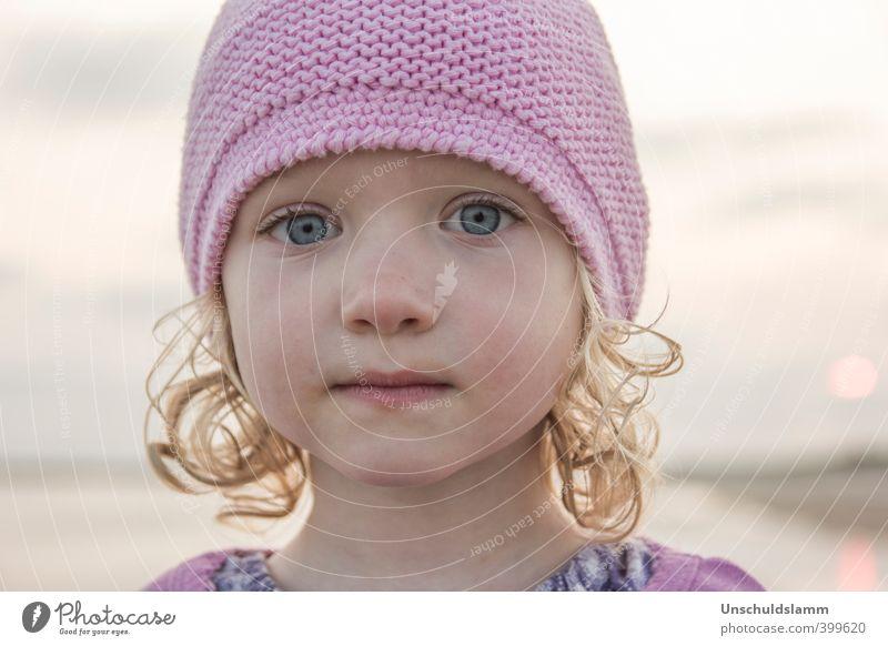 rosa Kind Mädchen Gesicht 1 Mensch 3-8 Jahre Kindheit Himmel Sommer Mütze Wollmütze blond Locken ästhetisch nah natürlich niedlich schön Gefühle Stimmung
