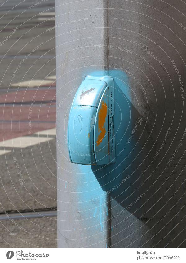 Signalanforderungsgerät himmelblau angesprüht Signalanlage Vandalismus Technik & Technologie Elektrisches Gerät Regelung Wege & Pfade Verkehr Ampel