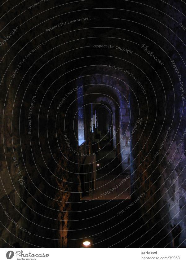 Der dunkle Gang Tower of London dunkel mystisch gefährlich Architektur altes Gemäuer Angst Tod bedrohlich Schatten