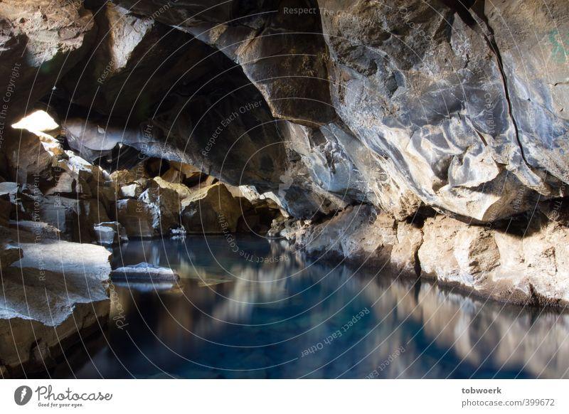 Höhlensee Natur Urelemente Wasser Felsen See Stein ästhetisch Wärme blau gold violett Geothermik geothermale Aktivität Klimawandel unterirdisch edel Temperatur