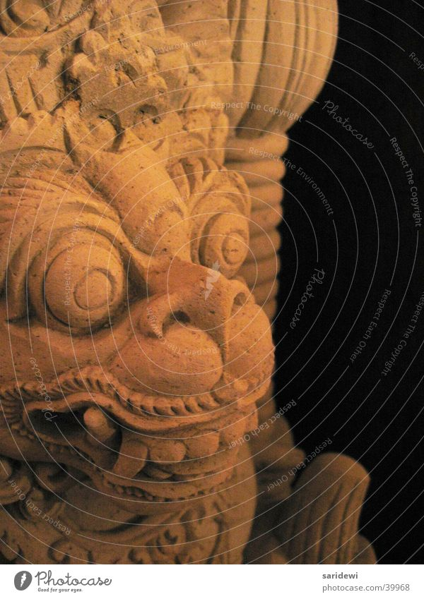 Versteinert alt schwarz Stein obskur Götter Bali Indonesien Steinfigur