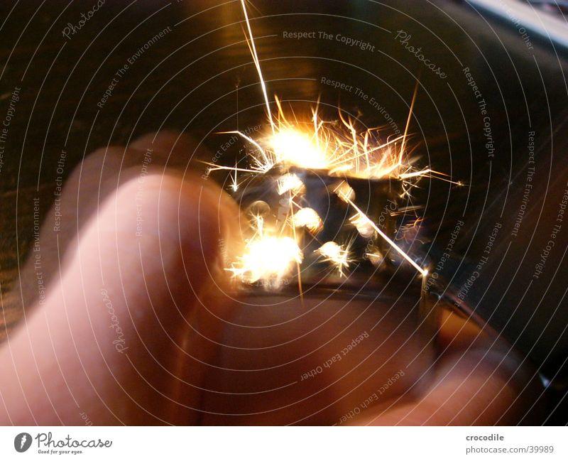 Zippo Hand Bewegung Brand Finger Rauchen brennen Flamme Funken